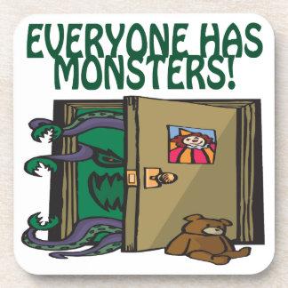 Cada uno tiene monstruos posavasos de bebidas