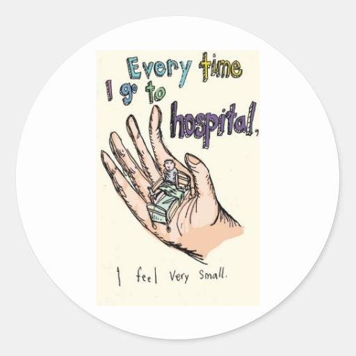 Cada vez que voy al hospital yo sienta muy pequeño pegatina redonda