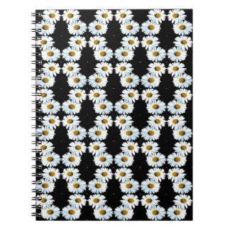 Cadena de margaritas querida en negro notebook