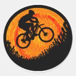 Caderas del múltiplo de la bici pegatina redonda