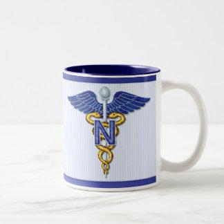 Caduceo del oficio de enfermera taza de dos tonos