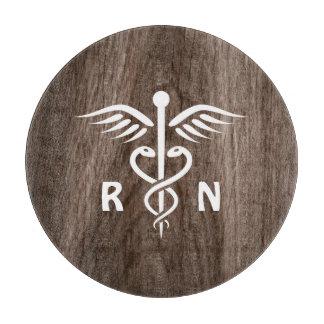 Caduceo del RN de la enfermera registradoa en el Tabla De Cortar