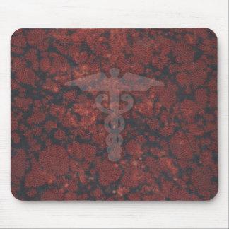 Caduceo el símbolo médico para un doctor o una enf mouse pads