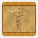 Caduceo médico del oro calcomanía cuadrada personalizada