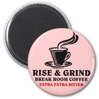Café amargo adicional para los empleados imán redondo 5 cm