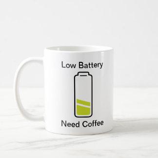 Café bajo de la necesidad de la batería taza clásica