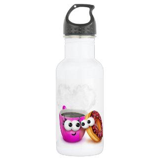 Café caliente y una botella de agua del buñuelo