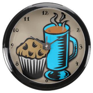 Café con el reloj de la aguamarina del mollete relojes aqua clock