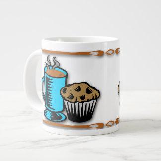 Café con las tazas de la especialidad del diseño d taza grande