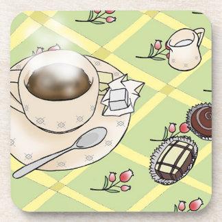 Café, crema, azúcar y chocolates posavaso