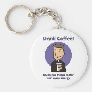 Café de la bebida - haga las cosas estúpidas más r llavero redondo tipo pin