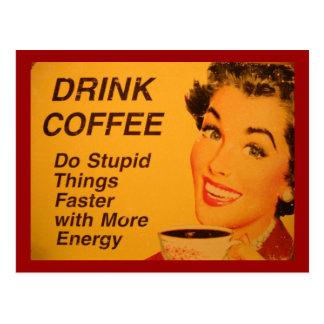 Café de la bebida:  Haga las cosas estúpidas más r Tarjeta Postal