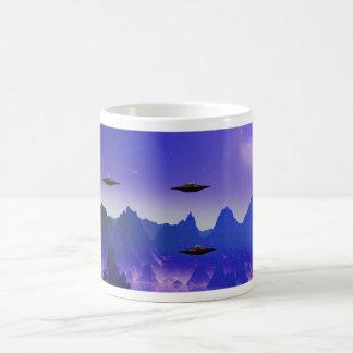 Café de la galaxia del UFO Taza Básica Blanca