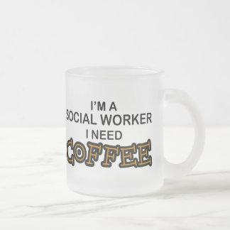 Café de la necesidad - asistente social taza de café esmerilada
