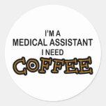 Café de la necesidad - Assisant médico Pegatina Redonda