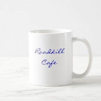 ¡Café de Roadkill, usted le mata, nosotros lo asa  Taza Básica Blanca