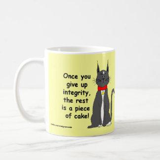 ¡Café del gato del smoking y tazas malhumorados, m