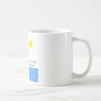Café del tema de la playa o taza del té