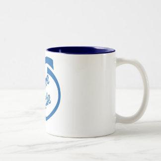 Café dentro de la taza de dos tonos