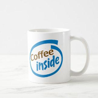 Café dentro tazas