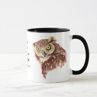 Café divertido, cafeína, búho del sueño con taza