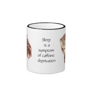 Café divertido, cafeína, búho del sueño con taza de dos colores