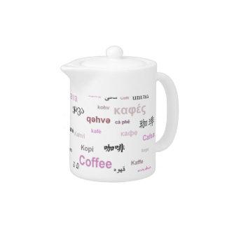 Café en la cafetera de muchas idiomas - rosa