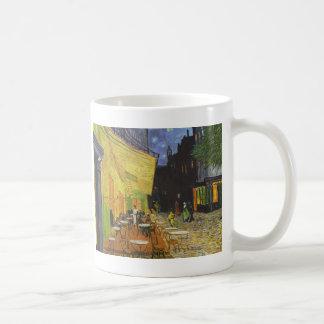 Café en la noche de Vincent van Gogh Taza