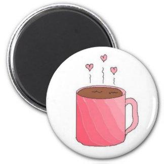Café en una taza rosada bonita imán redondo 5 cm