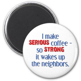 Café fuerte serio imán redondo 5 cm
