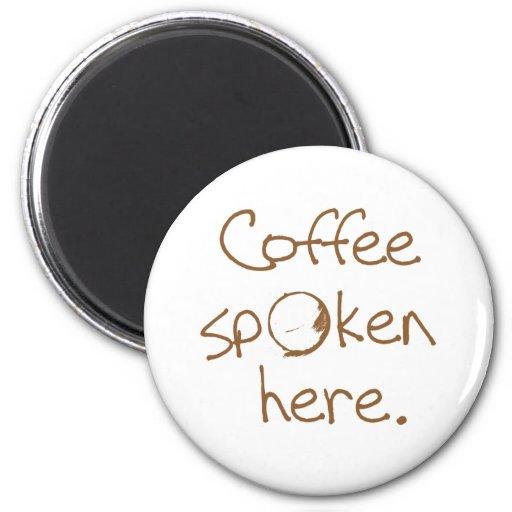 Café hablado aquí imán redondo 5 cm