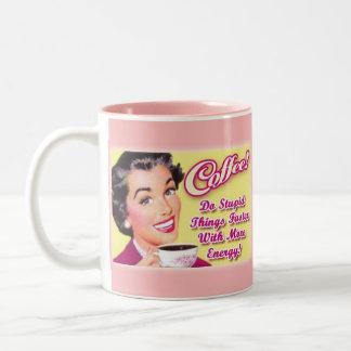 ¡CAFÉ!  ¡Haga las cosas estúpidas más rápidamente Taza De Café De Dos Colores