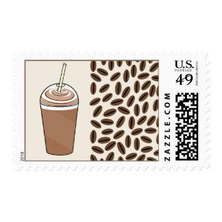 Café helado a ir franqueo de los granos de la taza sello postal