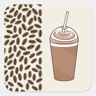 Café helado a ir y granos de café calcomanía cuadradas personalizada
