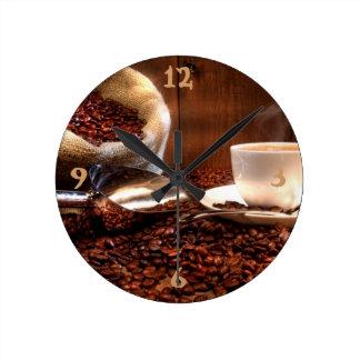 Café molido fresco reloj redondo mediano