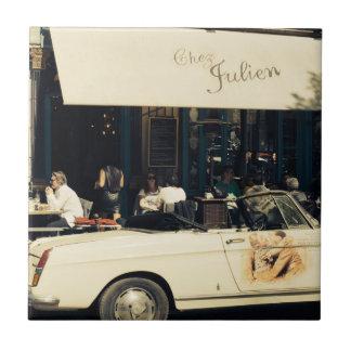 Café pintoresco de CHez Julien en París, Francia Azulejo Cuadrado Pequeño