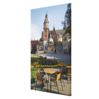 Café que pasa por alto la catedral de Wawel, Impresion En Lona