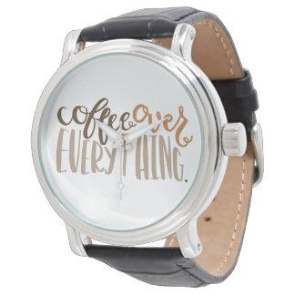 Café sobre todo reloj