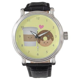 Café y buñuelo lindos en el amor, par perfecto reloj