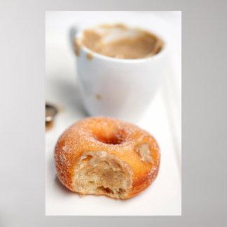 Café y un buñuelo para el desayuno póster