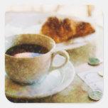 Café y un Croissant en el café Colcomanias Cuadradas