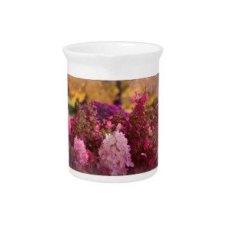 Caída asombrosa floral jarrón