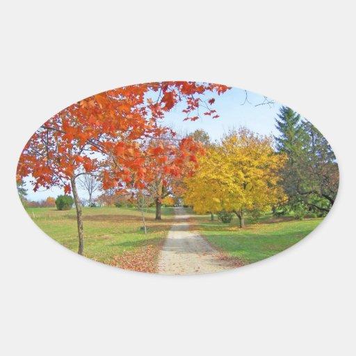 Caída de las hojas de otoño pegatina ovalada
