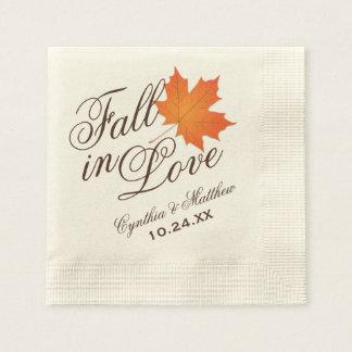 Caída de las servilletas el | del monograma del servilleta de papel