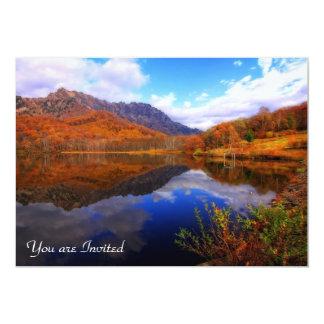 Caída del agua de la reflexión del paisaje del comunicado personal