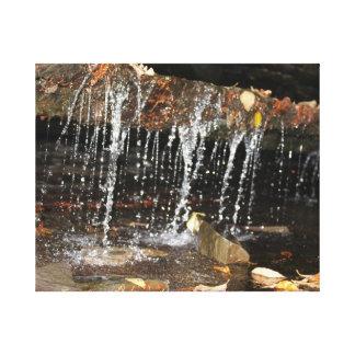 Caída del agua del goteo lienzo envuelto para galerias