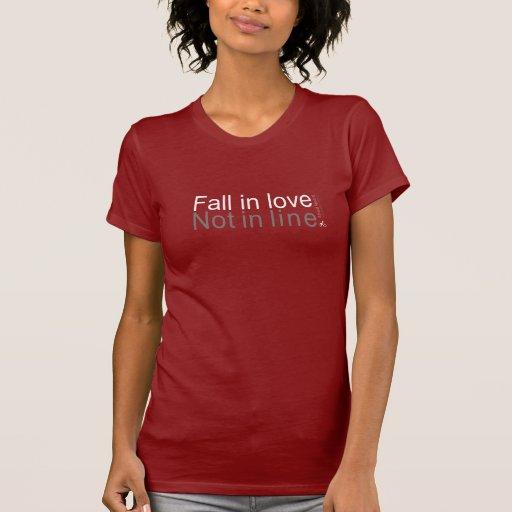 Caída en amor, no en línea camisetas