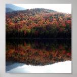Caída en el lago heart posters