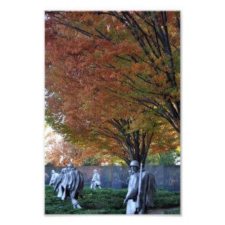 Caída en el monumento coreano fotografias