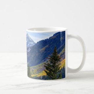 Caída en el pico de la cascada y Sundance del lazo Taza